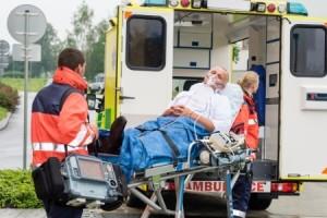 Rettungswagen-Einladen-Notfallsanitäter